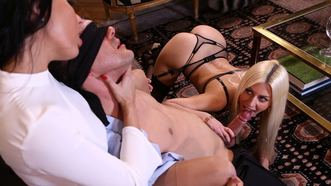 Escorte DeLuxe - Anissa & Jessie reunited for a hard & pervers threesome