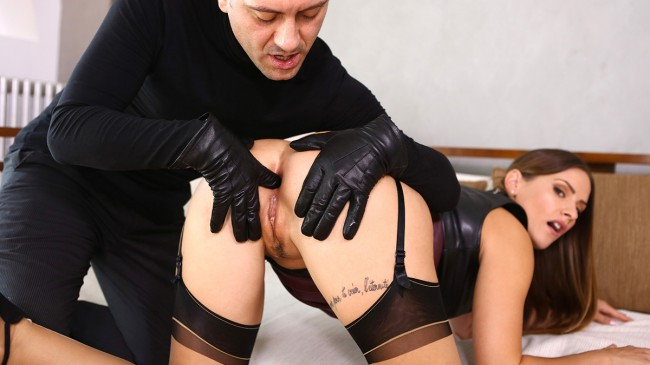 Claire Castel, leather and pleasure